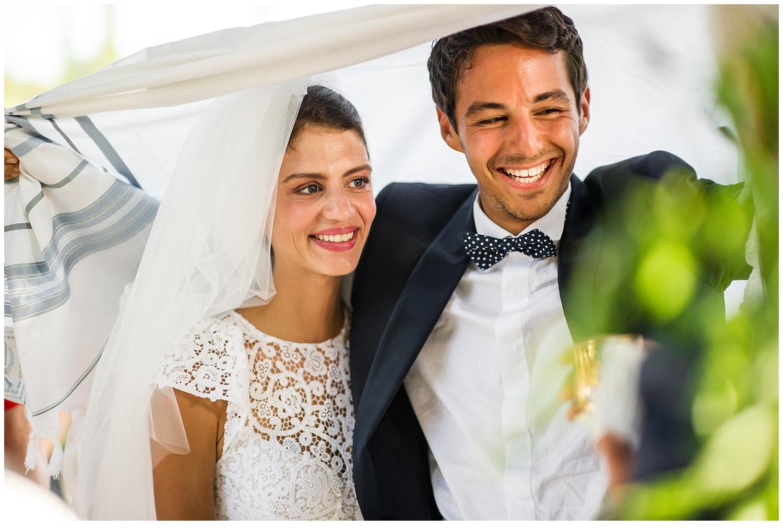 deux amoureux dans un mariage
