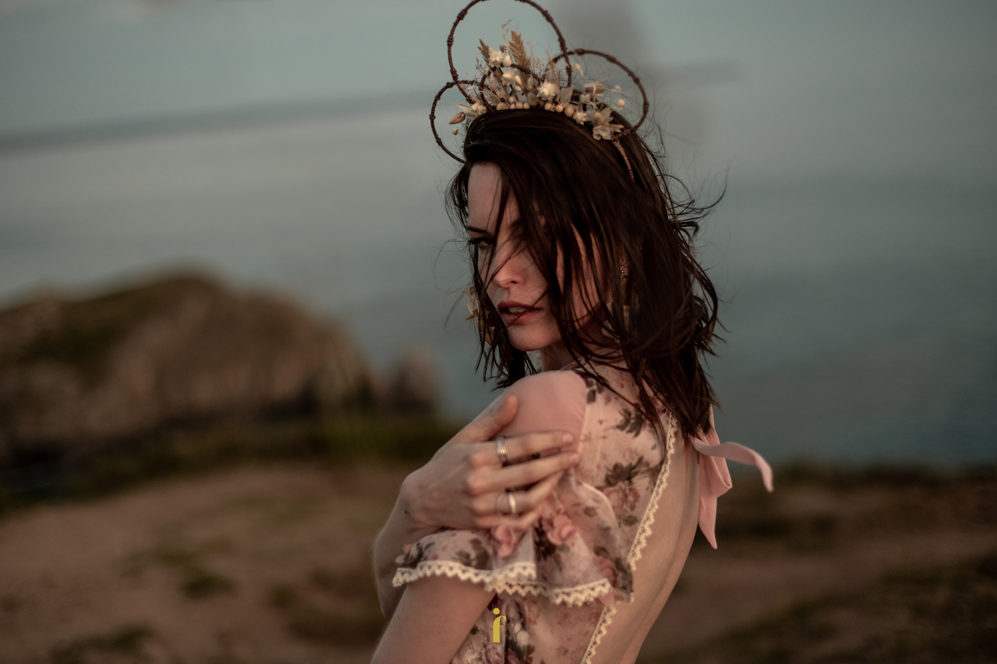 La sublime Robe Ossie d'Elodie Courtat et couronne Herb'folles